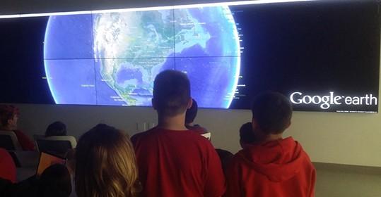 Nautilus  Middle School visits the Viz Lab