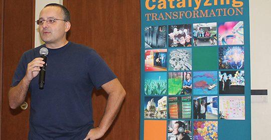 Alberto Cairo receives Majeri Award for Graphics Journalism